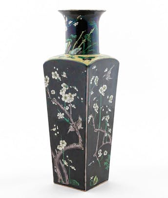 CHINESE FAMILLE NOIR SQUARE VASE, WHITE FLOWERS_64746a_8d8a82a9bead809_lg.jpeg